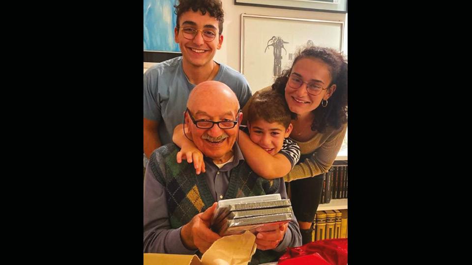 Pier Silverio con i nipoti il giorno del suo 82° compleanno, 29 ott 2019.